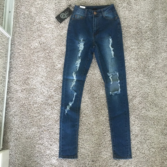 Fashion Nova Denim - Highwasted distressed jeans